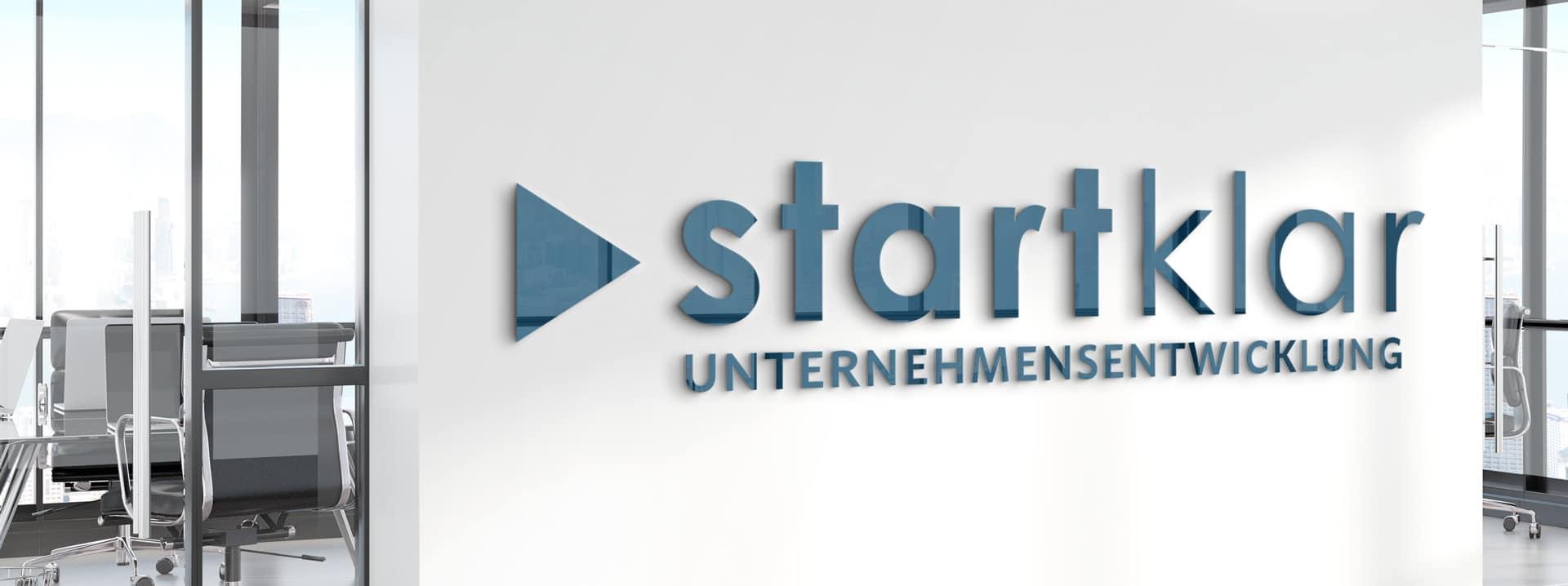 startklar-Logo-Bürowand